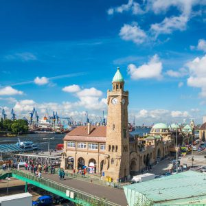 Die Landungsbrücken im Hafen Hamburg