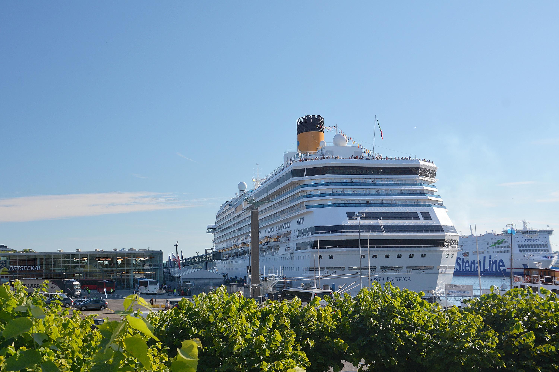 Kreuzfahrtschiff Costa Pacifica am Ostseekai in Kiel