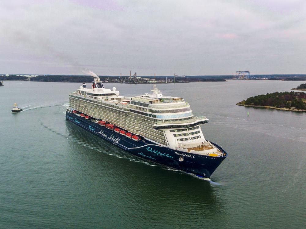 Kreuzfahrtschiff Mein Schiff 2 von TUI Cruises in Kiel